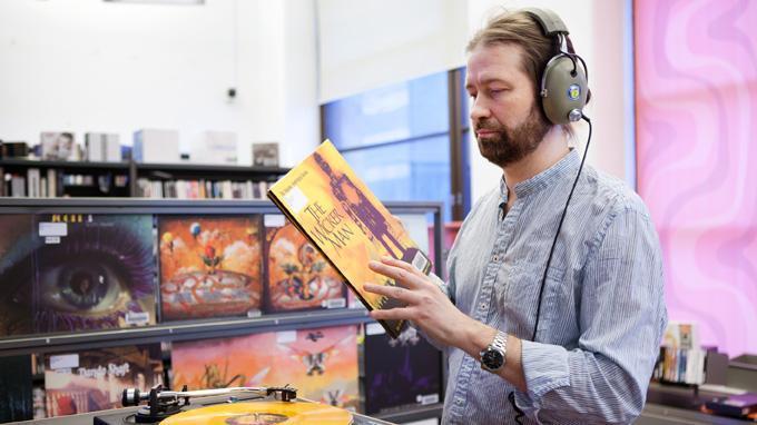 Helppokäyttöisen huipputekniikan lisäksi Vinyylibaarissa on tarjolla toistatuhatta LP-levyä.  Voit varata lisää musiikkia musiikkivaraston yli 12 000 LP-levyn kokoelmasta.