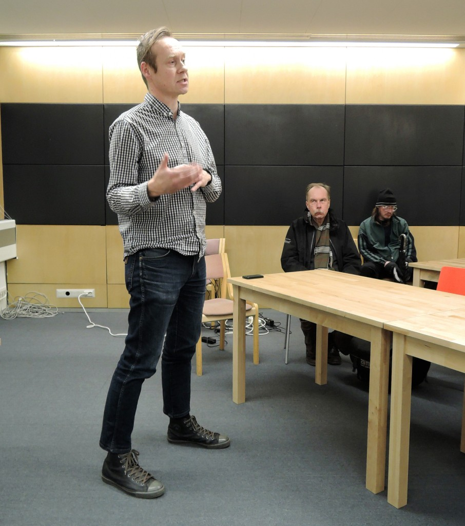 Musiikkivaraston merkitystä koko HelMetin musiikkipalveluiden osana selvitti  seudullisen musiikkikirjastoryhmä Musahelmien vetäjä Tommi Viitamies Helsingistä.