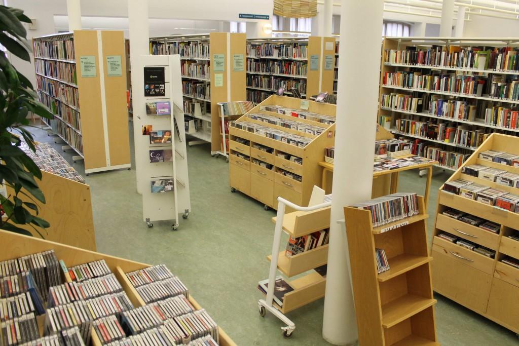 Forssan kirjaston musiikkiosastoa.